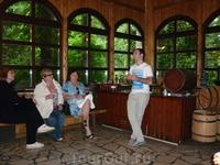"""Грузин рассказывает о грузинских винах на дегустации в кавказском ауле. Купили белое """"Цорикаули"""""""