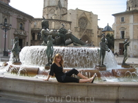 На площади в старом городе.  Валенсия безумно красива!