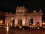 Puerta de Alcalá - знаменитые ворота. Они разные с двух сторон, легенду об этом я писала в прошлом своем отчете о Мадриде.