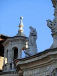 Очень красивая статуя Милосердия. Кстати, во времена Гражданской войны в здании размещался госпиталь, что может быть милосерднее.  Церковь реконструировали ...