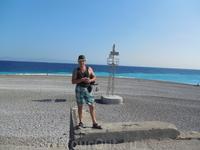 поцелуй морей в г. Родос, слева Эгейское, справа Средиземное.