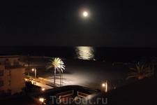 Ночь. Лунная дорожка. Красиво?