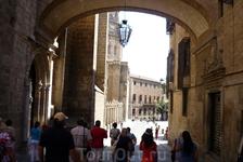 Площадь Plaza del Ayuntamiento,  выходим к Кафедральному Собору Девы Марии.