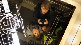 Внутри скоростного лифта - самого скоростного лифта во всей Финляндии :) и между прочим, едет он действительно очень быстро и абсолютно неощутимо - ни ...