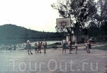 спорт. площадка в нашем посёлке