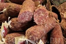 Глядя на итальянскую колбасу, даже вегетарианец глотает слюнки!
