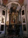 Капелла св. Людмилы, построенная в 1 пол. XIII в., была в XIV в. приспособлена для погребения останков святой. Опоковое надгробие с лежащей фигурой Людмилы ...