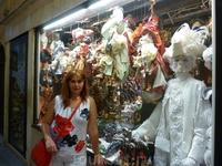 Один из многочисленных магазинчиков с сувенирами! ОБЯЗАТЕЛЬНО купите себе на память маску во все лицо! Она будет Вам напоминать об этом прекрасном вре