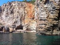 Пещера. вход только с воды..)))