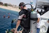 Погружения. Во время экскурсии на остров Тиран яхта делает 3 остановки, во время них можно погрузиться с аквалангом. Перед погружением Вас ждет 10 мин ...
