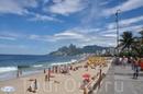 Солнечный пляж Ипанема в Рио-де-Жанейро
