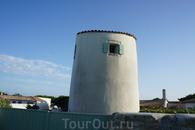 Интересно, кто живет в этой башне с одним окном? Может циклоп? :)