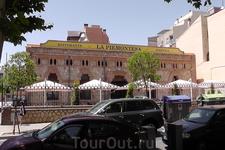 Реус. Ресторан на бульваре Passeig Sunyer.