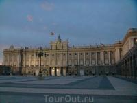 Королевский дворец на закате
