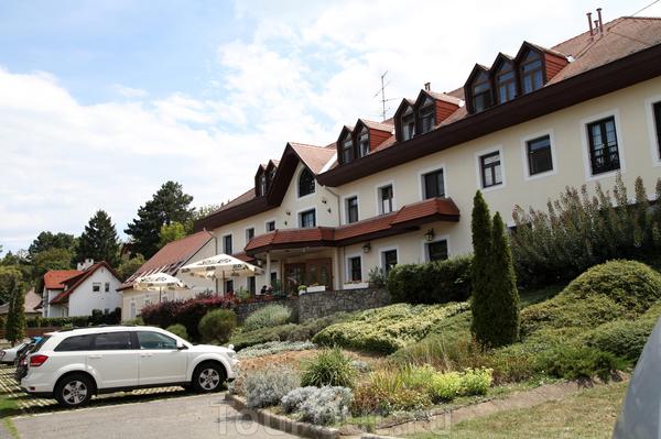 Остановились мы в местечке Тихань на берегу озера Балатон в отеле Панорама