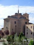 В двух шагах от Алькасара (слева, если встать спиной к смотровой площадке) расположена церковь Сан-Мигель.