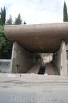 Нижняя площадка старого, неработающего фуникулера. Отсюда начинается подъем к Пантеону.