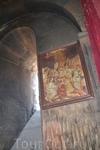 Монастырь Хор Вирап Церковь Св. Геворга, в отличие от традиционных армянских церквей с ориентацией с востока на запад и алтарем в восточной части, тянется ...