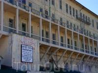 территория острова использовалась как защитный форт, позже как военная тюрьма, а затем как сверхзащищенная тюрьма для особо опасных преступников