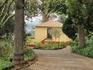 Домик в Императорском парке (Кинта Жардинш-ду-Имперадор). Сейчас здесь выставка, посвященная Карлу Австрийскому.