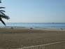 Пляж ранним утром.