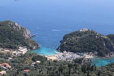 Палеокастрица.На вершине холма находится монастырь, посвященный Богородице. Греческое название звучит, как Мони Теотоку