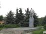 2 памятника. В советские времена на главной площади поставили памятник Ленину, кстати напротив здание городской администрации