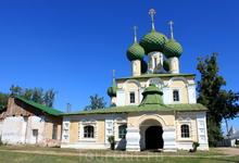Внутри церкви Иоанна Предтичи сохранились фрески, подобные фрескам Спасо-Преображенского собора угличского кремля.