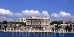 Вид на дворец с воды.