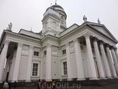 А вот и собор. Вид с площадки перед собором, на которую нужно подняться по многочисленным ступеням.