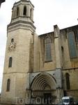 Кафедральный собор Жироны... Сфотографировать его целиком мне не удалось