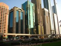 Sheikh Zayed Road - самая престижная улица Дубай