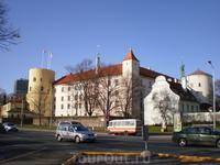 Рижский замок (латыш. Rīgas pils, нем. Rigaer Schloss) — резиденция президента Латвии, расположенная на берегу Даугавы в городе Рига. Одно из наиболее ...