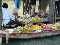 фрукты на плавучем рынке
