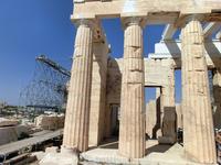 Парфенон – храм, посвященный Афине Парфенос – покровительнице Афин.  Храм был основан по инициатива Перикла – знаменитого афинского полководца и реформатора. Его постройка шла довольно быстро – храм с