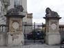 Брюссель.  Герцогская  улица (Рю Дюкале) ,ворота во   Дворец  Академии-Бельгийской  Академии Литературы, Науки и Изящных  Искусств.