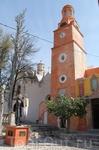 Вот вторая после церкви достопримечательность Атотонилько - памятник Мигелю Идальго, философу, ставшему приходским священником и взявшему икону Пресвятой ...
