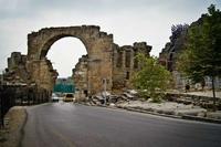 Арочные ворота в Сиде