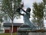 Весьма жизнеутверждающая скульптурка в кемпинге Балланген.