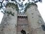 Ворота Куарт – образец поздней готики. Цилиндрические башни-близнецы, увенчанные зубцами, напоминают два средневековых донжона и впечатляют наблюдателей ...
