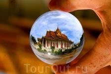 Серебряная пагода, Пномпень - Камбоджа. Хрустальный шар.