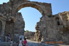 С этих ворот начинался старый город Сиде