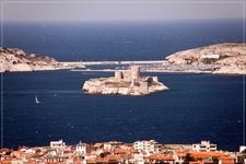 Замок Ив...Его величественный усыпанный островами залив и небольшие скалистые бухты (Les Calanques) считаются уникальным в своем роде природным явлением ...