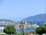 С холма, на котором расположен амфитеатр, открывается прекрасный вид на залив и замок Святого Петра.