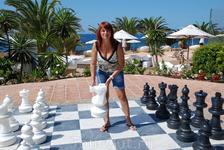 В отеле можно поиграть в шахматы.