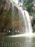 Водопад Пренн  в парке образует небольшой пруд