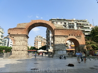 Триумфальная арка императора Галерия. Триумфальная арка была построена в 305 г. по Р.Х. в честь решительной победы императора Галерия над персами. Она ...