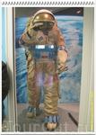 Скафандр «Орлан ДМА-ГН» для тренировок под водой - аналог скафандра, в котором работают в открытом космосе. В синие кармашки помещаются свинцовые грузы ...