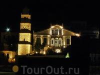 Emborio ночью - муниципалитет