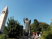 Памятник Гргуру Нинскому. Можно на удачу потереть его большой палец на ноге